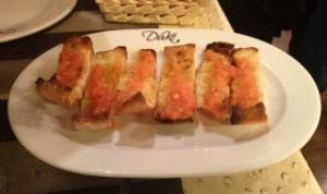 Pan de cristal con tomate. El perfecto acompañamiento para las anchoas
