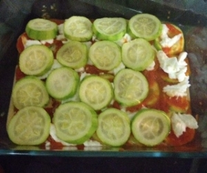Capas de calabacín, mozzarella y tomate