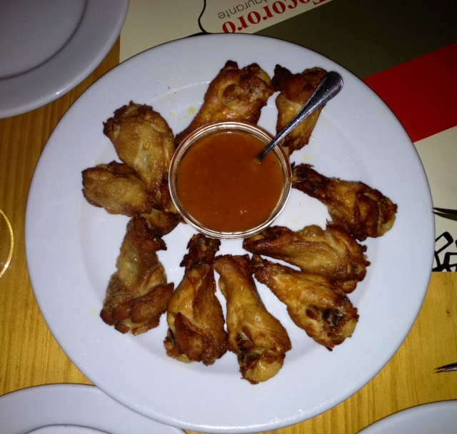 Alitas de pollo. Un asco. Disgusting chicken wings. Ekelhaft Hähnchenflügel.