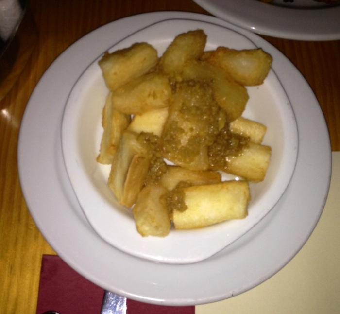 Yuca con ají.  Yucca with ají. Cassava mit chili.