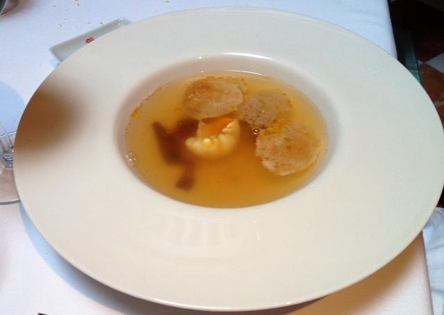 Sopa de ajo. Lo más normal -aunque bueno- de la comida.