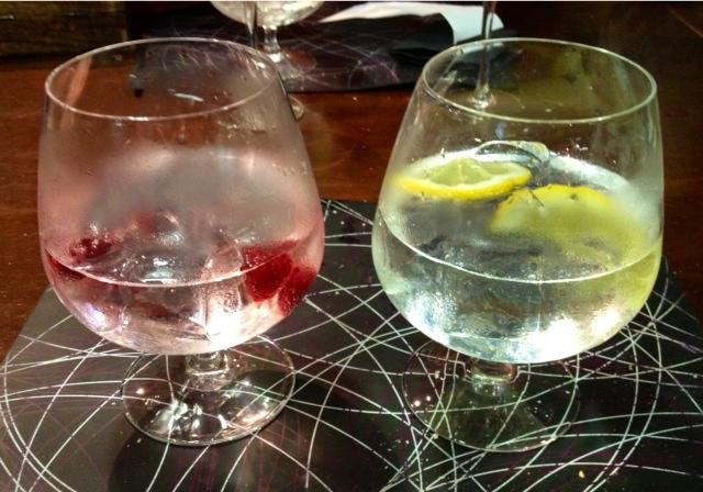 Gin tonics. Buenos, pero de lo más flojo de la noche.