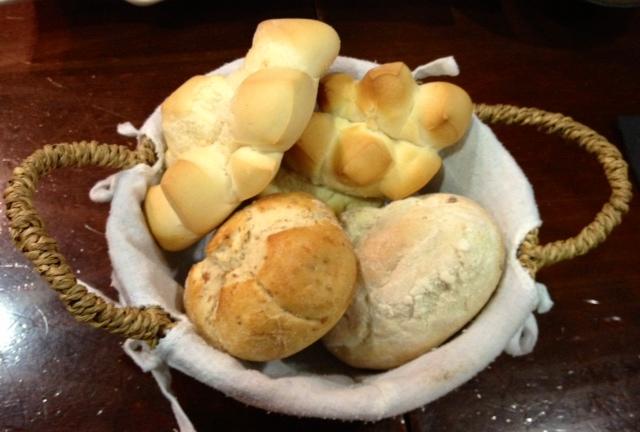 Pan variado y muy bueno. Eso sí, te lo cobran -ya sabéis que es un detalle que no me gusta-.