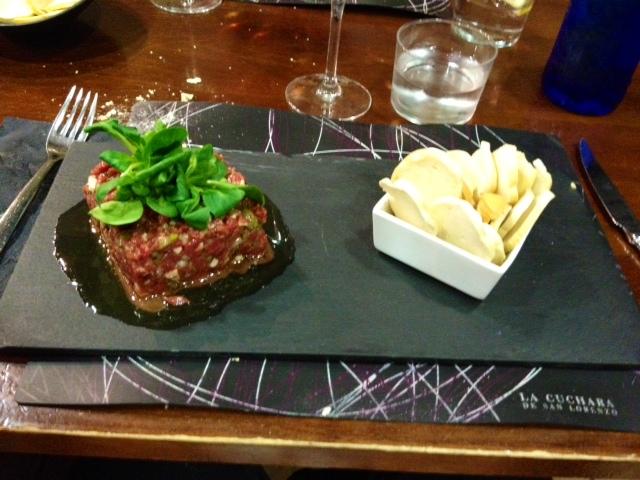 Fantástica y generosa ración de steak tartar.