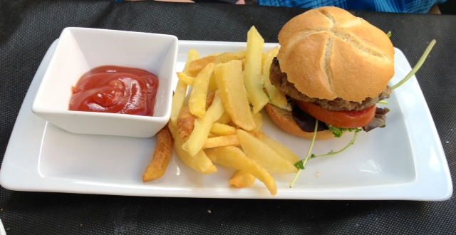 Mini hamburguesa. El nombre no engaña, es pequeña.