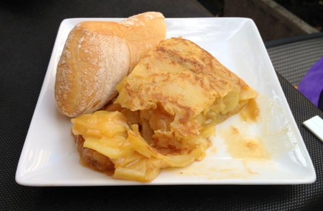 Suculenta tortilla de patatas caramelizada.