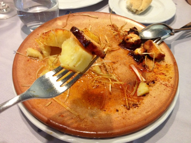 Pulpo asado con pimentón y sal maldón. Fantástico. Grilled octopus with paprika and Maldon salt. Fantastic. Gegrillter Tintenfisch mit Paprika und Maldon Salz. Fantastisch.