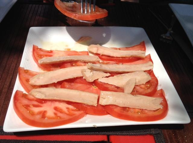 Ventresca con tomate. Un plato sano y delicioso.