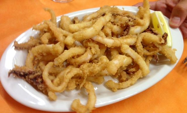 Calamares. Fried squids. Fritierte Tintenfisch.