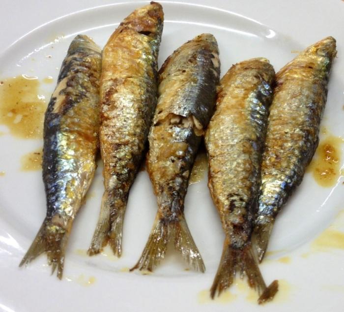 Sardinas. Pequeñas y sabrosas. Sardines. Small and tasty. Sardinen. Kleine und lecker.