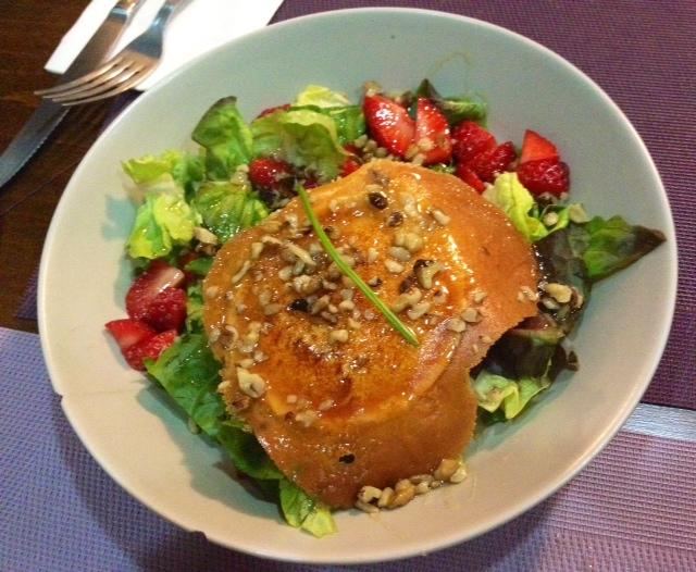 Ensalada de queso de cabra. Perfecta. Goat cheese salad. Perfect. Ziegenkäse Salat. Perfect.