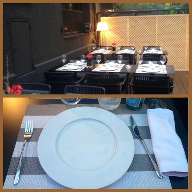 Mesas en la terraza. Tables on the terrace. Tische auf der Terrasse.