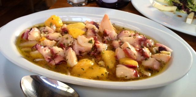 Ceviche de pulpo y mango. Lo mejor de la comida. Octopus and mango ceviche. The best. Krake und Mango Ceviche und Mango. Beste aus der Nahrung.