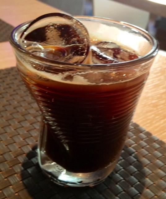 Café con hielo. Iced coffee. Eisgekühlter Kaffee.