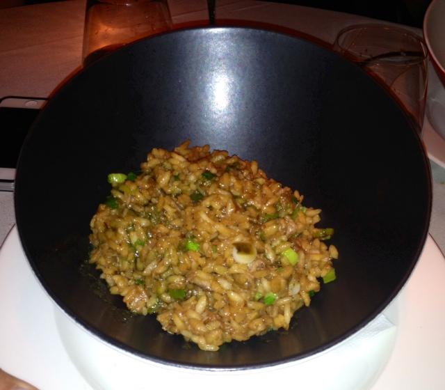 Arroz frito con pato al estilo Fukushima. Fried rice with duck Fukushima style. Gebratener Reis mit Ente Fukushima Stil.