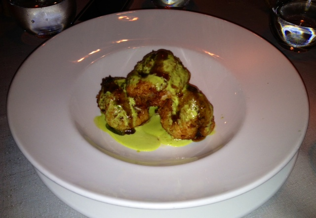 Langostinos con salsa de coco y curry. Prawns with coconut and curry sauce. Garnelen mit Kokos und Curry-Sauce.