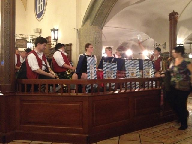 Orquesta bávara en la Hofbräuhaus