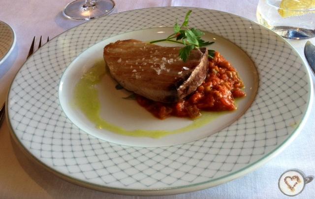 Atún rojo de almadraba con pisto manchego (19€). Bluefin tuna with  manchego ratatouille. Roter Thun mit  Manchego-Ratatouille.