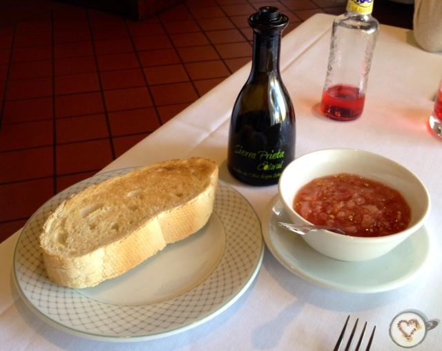 Pan (1,30€/persona). Bread. Brot.