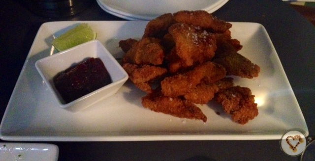 Chipirones empanados con mermelada de chile. Breaded squid with chilli jam. Panierte Tintenfisch mit Chili-Marmelade.