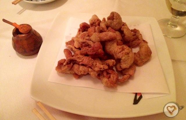Torikawa: piel de pollo a la plancha (4,30€).  Torikawa: grilled chicken skin. Torikawa: gegrilltes Hühnerhaut.