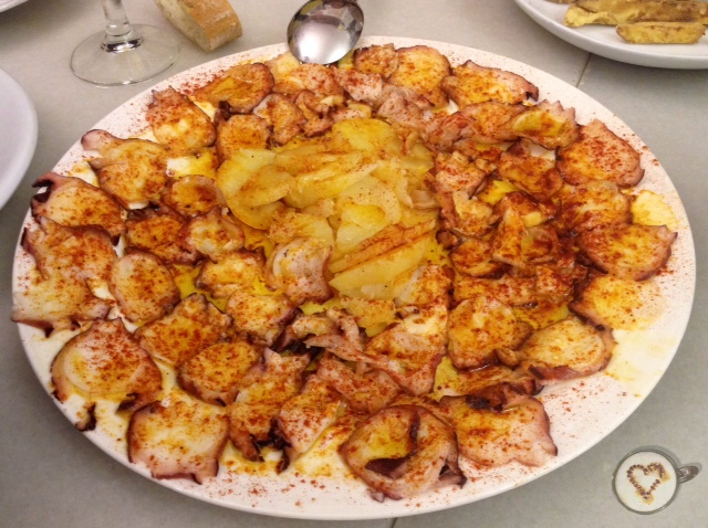 Pulpo a la gallega. Galician octopus. Galicischen Krake.