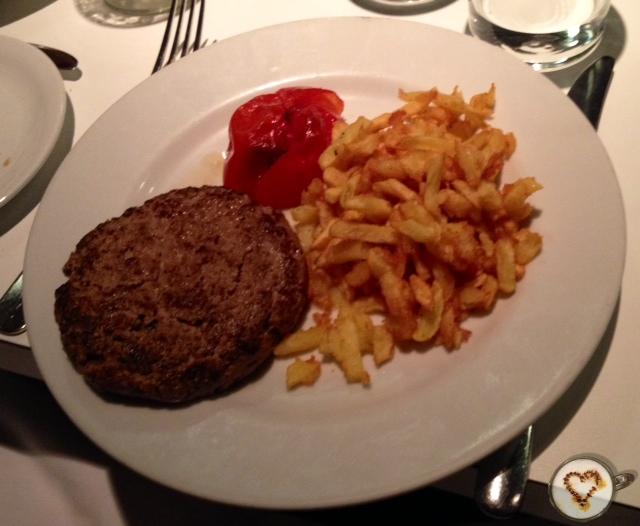 Hamburguesa Monty (9,70€). Monty burger.