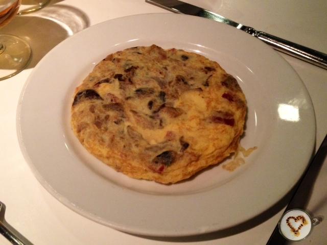 Tortilla de trufa negra y queso (12,90€). Cheese-truffle omelette.  Trüffel-Kässe Omelette.