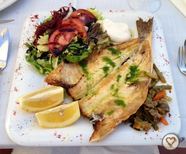 Lubina al horno (9€). Roasted sea bass. Gebackene Seebarsch.