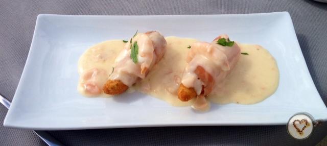 Espárragos asalmonados. fried asparagus with salmon. Gebratener Spargel mit Lachs.
