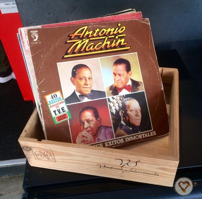 Cartas. ¡¡Me encantó que estuvieran dentro de discos!! En concreto, el de Antonio Machín me rechifla.